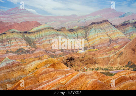 Bunte Landschaft des Regenbogen-Gebirges, in Zhangye Danxia nationaler Geopark, Gansu, China - Stockfoto