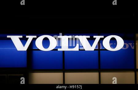 """Das Logo der Marke """"Volvo"""", Berlin. - Stockfoto"""