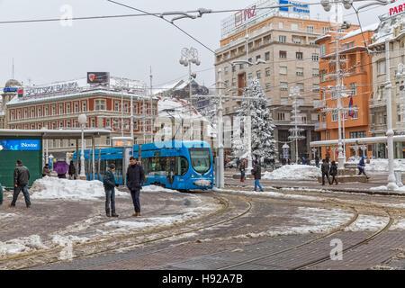 Zagreb-verschneiten Tram-station - Stockfoto