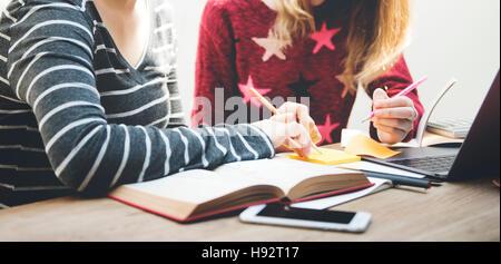 Frauen Freundschaft Studium Brainstorming Technologiekonzept - Stockfoto