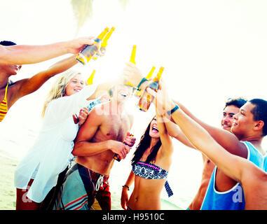 Freunde-Beach Party Getränke Toast Feier Konzept - Stockfoto