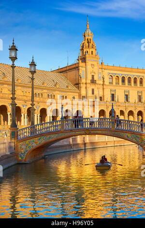 Plaza de Espana, Boot am Kanal, Sevilla, Spanien - Stockfoto