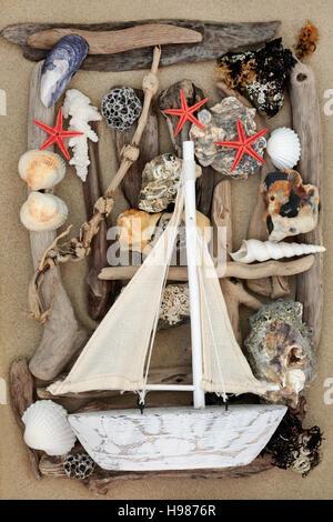 abstrakte meer collage mit dekorative segelboot treibholz muscheln steinen perlen und algen. Black Bedroom Furniture Sets. Home Design Ideas