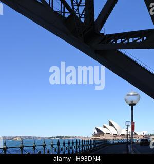Teil der Sydney Harbour Bridge und Sydney Opera House in Sydney New South Wales Australien. - Stockfoto