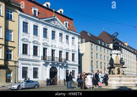 Augsburg: Straße Maximilianstraße, Herkules Brunnen, Schaezler-Palais, Schwaben, Schwaben, Bayern, Bayern, Deutschland - Stockfoto