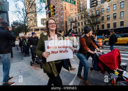New York, USA. 19. November 2016. Anti Trump Demonstranten aus Queens, die unterschiedlichsten Borough in New York - Stockfoto