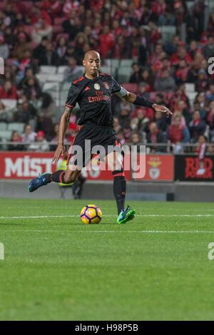 19. November 2016. Lissabon, Portugal. Benfica brasilianische Verteidiger Luisao (4) in Aktion während das Spiel - Stockfoto