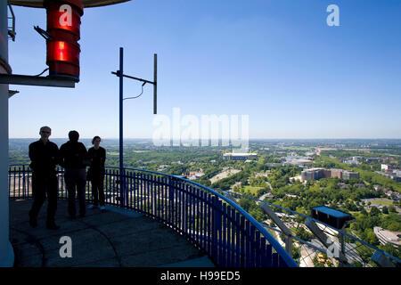Deutschland, Ruhrgebiet, Blick vom Fernsehturm Florian an der Westfalen-Park auf der Signal-Iduna-Park. - Stockfoto