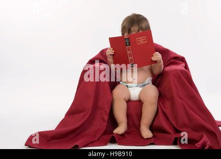 eine windel auf ein 2 jahre altes kleinkind m dchen stockfoto bild 72661515 alamy. Black Bedroom Furniture Sets. Home Design Ideas