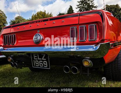 Rückseite des klassischen roten Ford Mustang Mach 1 - Stockfoto