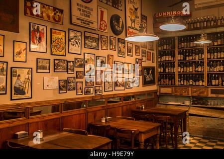 """Bar """"La Poesia"""", San Telmo, Buenos Aires - Stockfoto"""
