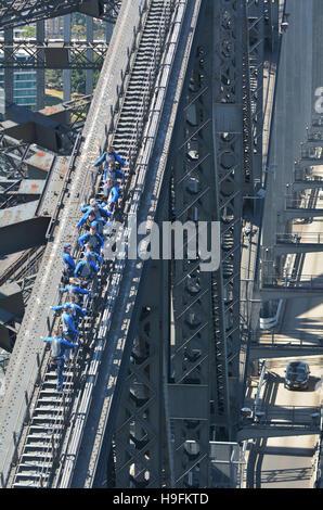 SYDNEY, AUS - 18. Oktober 2016: Menschen Aufstieg auf Sydney Harbour Bridge in Sydney Australia.The Sydney Harbour - Stockfoto