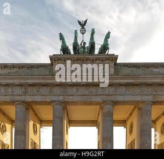 BERLIN, Deutschland - Juli 2015: Der Potsdamer Platz ist eines der wichtigsten Sehenswürdigkeiten von Berlin. Es - Stockfoto