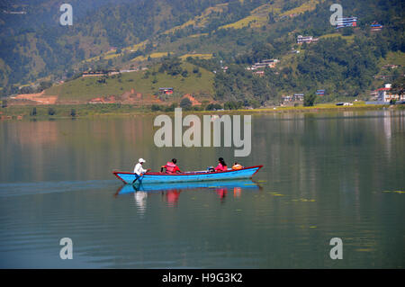 Boot auf See von Pokhara (Phewa Tal) Vergnügen Nepal, Asien. - Stockfoto