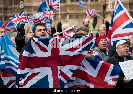 London, UK. 23. November 2016. Hunderte von Pro-Austritt-Unterstützer versammeln, um am Tag der Herbst-Anweisung - Stockfoto