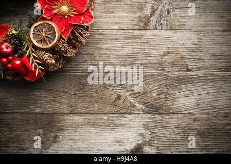 adventskranz mit rustikalen holz hintergrund stockfoto. Black Bedroom Furniture Sets. Home Design Ideas