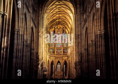Kirchenschiff der St.-Veits s Cathedral. Prag, Tschechische Republik. - Stockfoto
