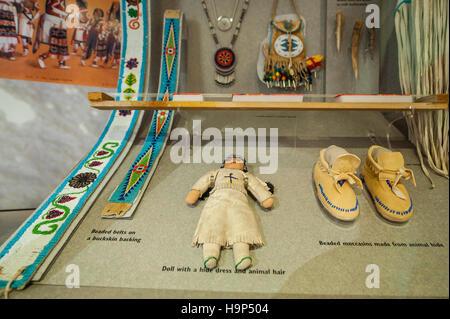 82f60d29258a Puppe, Perlenstickereien und Mokassins, Human History Museum, Zion National  Park, Utah,