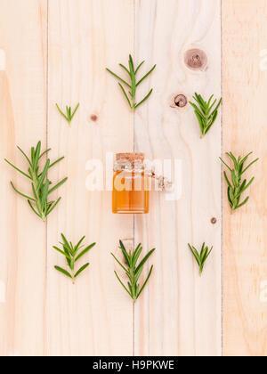 Natürlichen Spa Zutaten ätherisches Rosmarinöl für Aromatherapie - Stockfoto