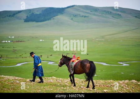 Mongolei, Provinz Arkhangai, Jurte Nomadencamp in der Steppe, mongolische horserider - Stockfoto