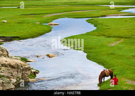 Mongolei, Provinz Arkhangai, mongolische Horserider in der steppe - Stockfoto