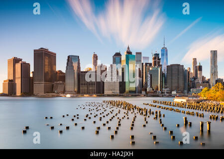 Skyline von New York City am East River. - Stockfoto