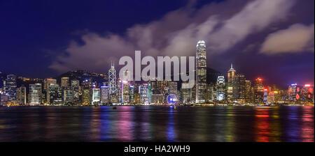City Skyline bei Nacht, Victoria Harbour, Hongkong, Hong Kong Island, China - Stockfoto