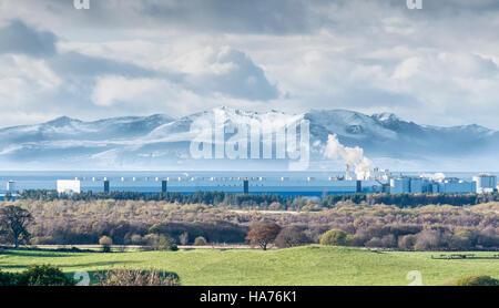 Arran Hills im Schnee größer als Industrie - Stockfoto