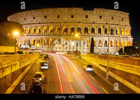 Berühmte Kolosseum in Rom bei Nacht. Italien - Stockfoto