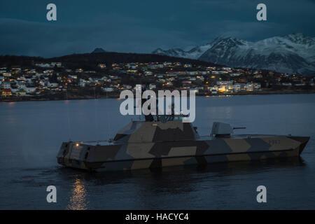 Norwegische Marine schnell Patrouillenboot Steil P963 auf Patrouille, Harstad, Norwegen. - Stockfoto