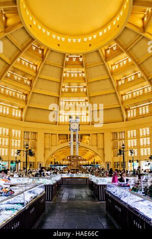 Psar Thmei alte Art-deco-Stil Zentralmarkt Interieur in Phnom Penh Kambodscha - Stockfoto