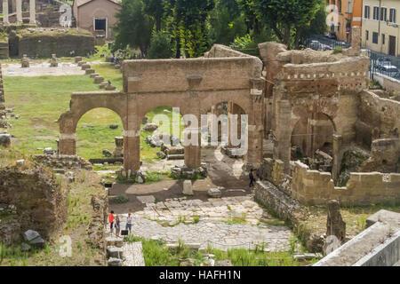 Rom - 14. September 2015: Ansicht des Forum Romanum, antike römische Ruinen in Rom, Italien. - Stockfoto