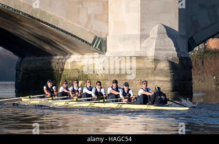 Oxford University Boat Club, UK. 30. November 2016. Testversion VIIIs dienen als eine wichtige Lernerfahrung und - Stockfoto