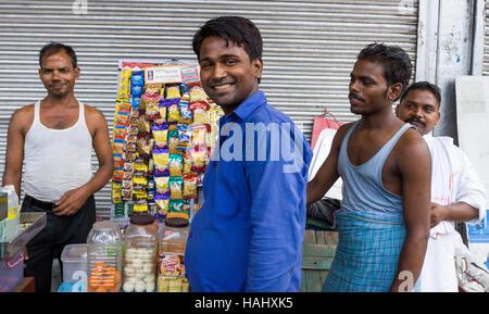 Menschen auf der Warenkorb-Suppen. Neu-Delhi, Delhi. Indien - Stockfoto