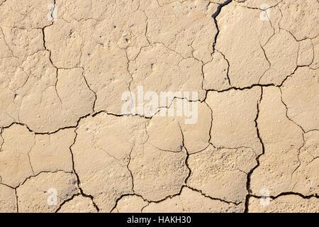 Oberfläche des Knackens getrocknet braunen Schlamm - Stockfoto