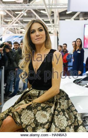 italienische schauspielerin eleonora pedron besucht die motor show 2016 am 3 dezember 2016 in. Black Bedroom Furniture Sets. Home Design Ideas