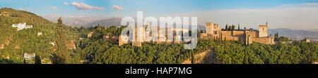 Granada - das Panorama der Alhambra-Palast und Festungsanlage. - Stockfoto