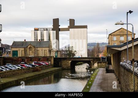 ROKT Kletterhalle ist alten Getreidespeicher am ehemals Sugden Getreidemühle in Brighouse, Calderdale, West Yorkshire. - Stockfoto