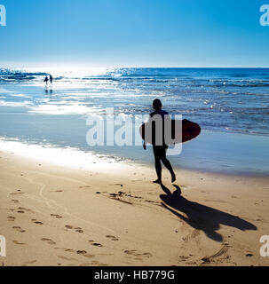 Surfer am Strand - Stockfoto