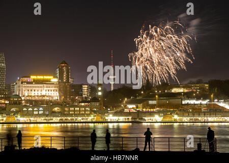 Feuerwerk, Landungsbrücken, Hamburg, Deutschland - Stockfoto