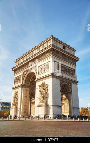 PARIS - 1 NOVEMBER: Arc de Triomphe de l ' Etoile auf 1. November 2016 in Paris, Frankreich. Es ist eines der berühmtesten - Stockfoto