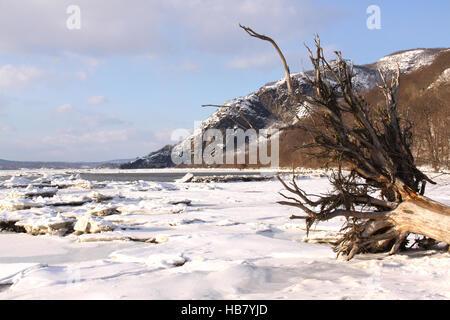 Verschneite Winterlandschaft in kleinen Stony Point Park, Hudson River Valley, NY, USA. - Stockfoto