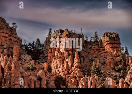 Roten Felsformationen in der Nähe von Bryce Canyon in Utah. - Stockfoto