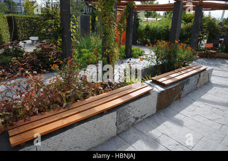 holz sitzbank auf stein garten, gartenbank aus stein stockfoto, bild: 163885204 - alamy, Design ideen