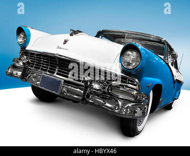 Türkis blaue Krone Victoria Skyliner 1956 Glasstop Vicky Retro-Oldtimer von Ford Motor Company, auch genannt Mercury - Stockfoto