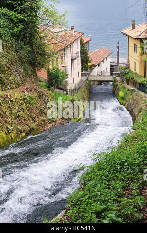 Fiumelatte Lago di Como (kürzeste italienischen Fluss) - Stockfoto