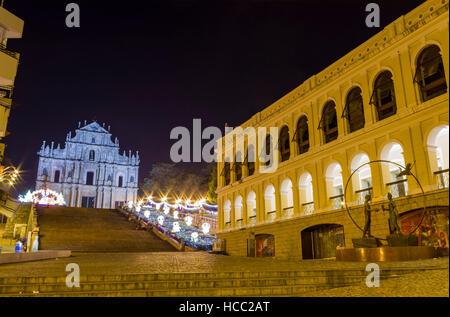 Macau, DEC 5: Das berühmte Erbe - Ruinen von St. Pauls in der Weihnachtszeit am 5. Dezember 2010 in Macau - Stockfoto