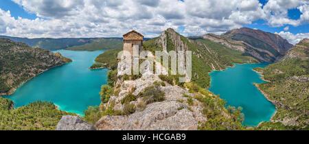 Hermitage La Pertusa über der Canelles Stausee La Noguera, Lleida Provinz, Katalonien, Spanien - Stockfoto