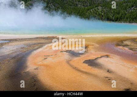 Teton County, Wyoming: Blauer Dampf steigt von Grand Bildobjekte Spring im Yellowstone National Park.