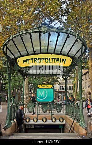 Eingang des Abbesses Metro station (Linie 12), 18. Arrondissement, Montmartre, Paris, Frankreich. - Stockfoto